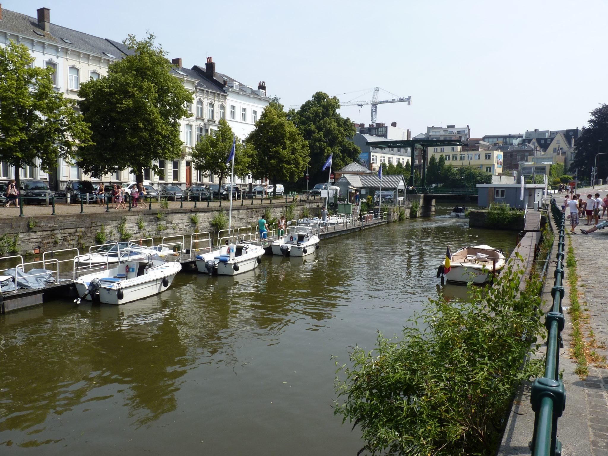 Langs rivieren en kanalen: een fietstocht door het Meetjesland.