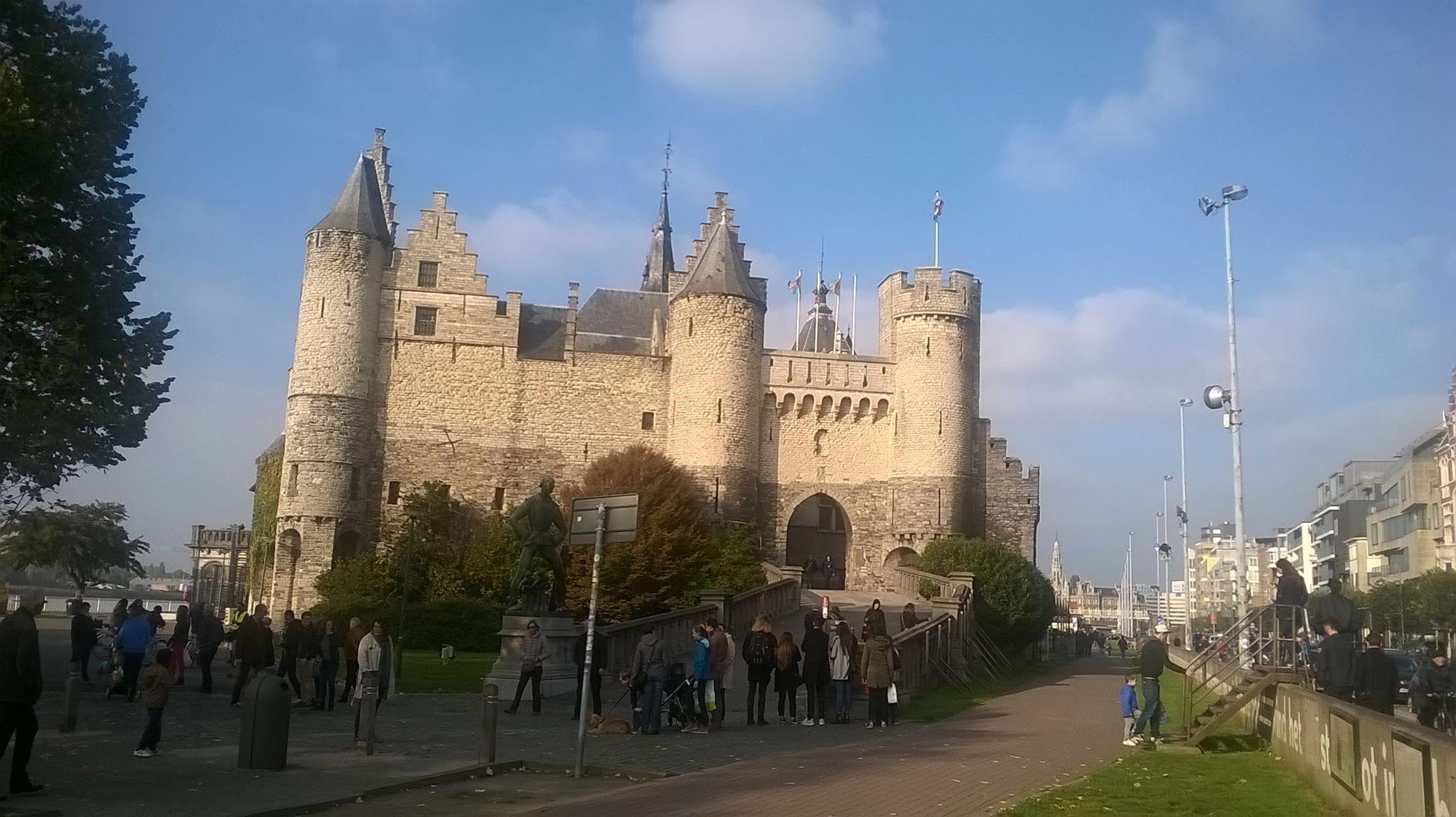 Antwerpen, stad aan de Schelde.