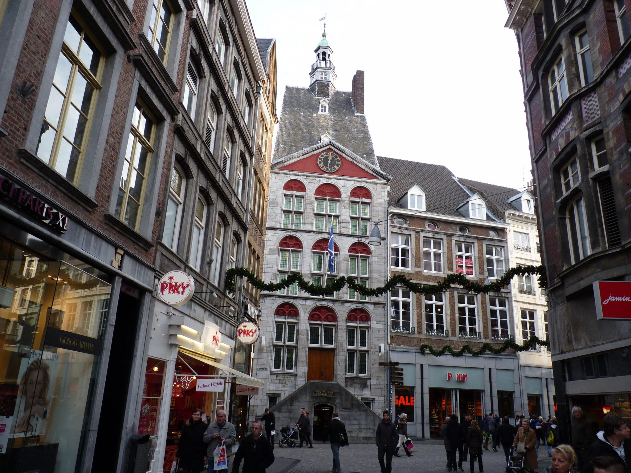 Stadswandeling binnen de stadswallen van Maastricht.