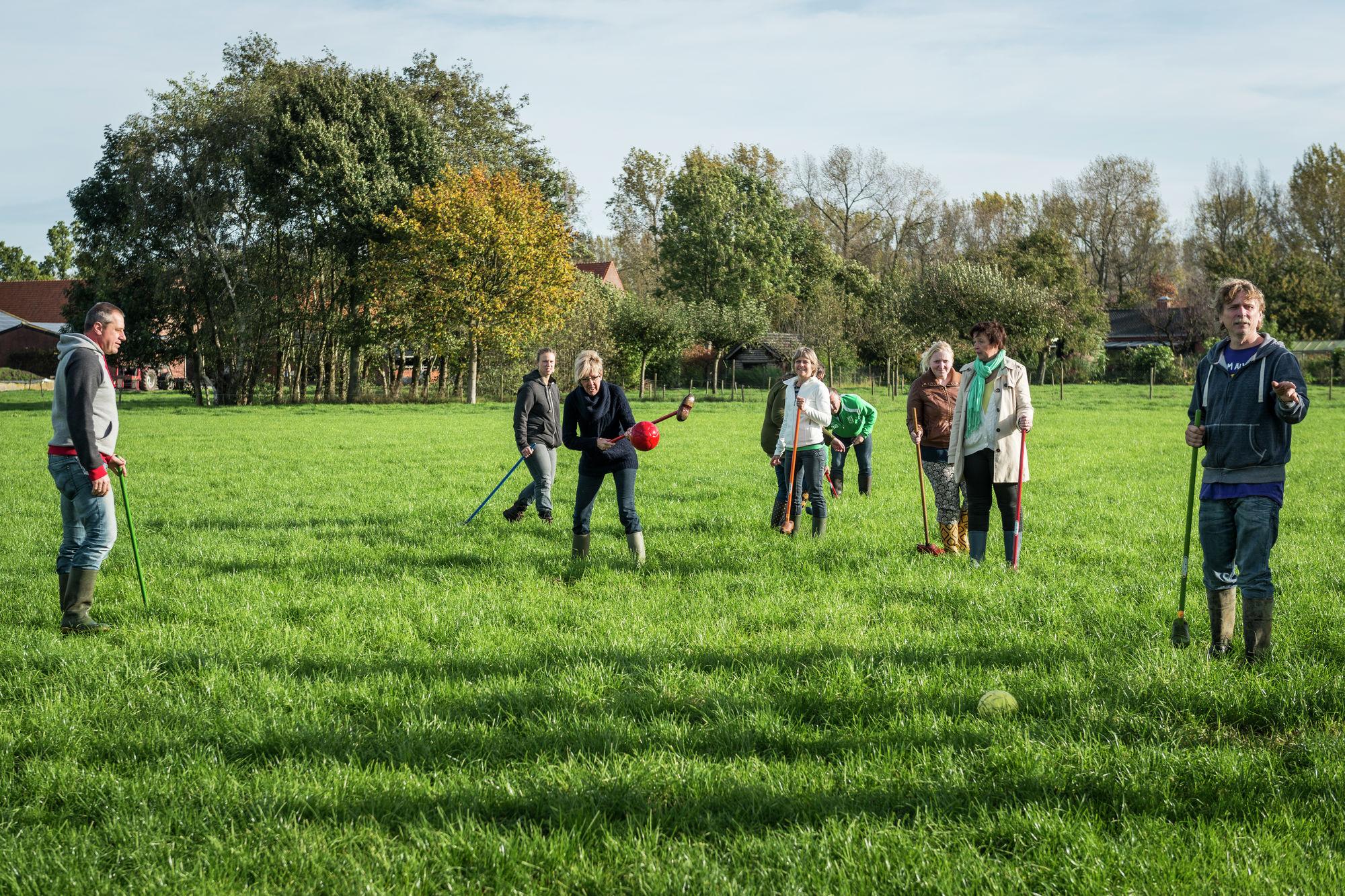 Boerengolf, een ludieke sport voor groepen.