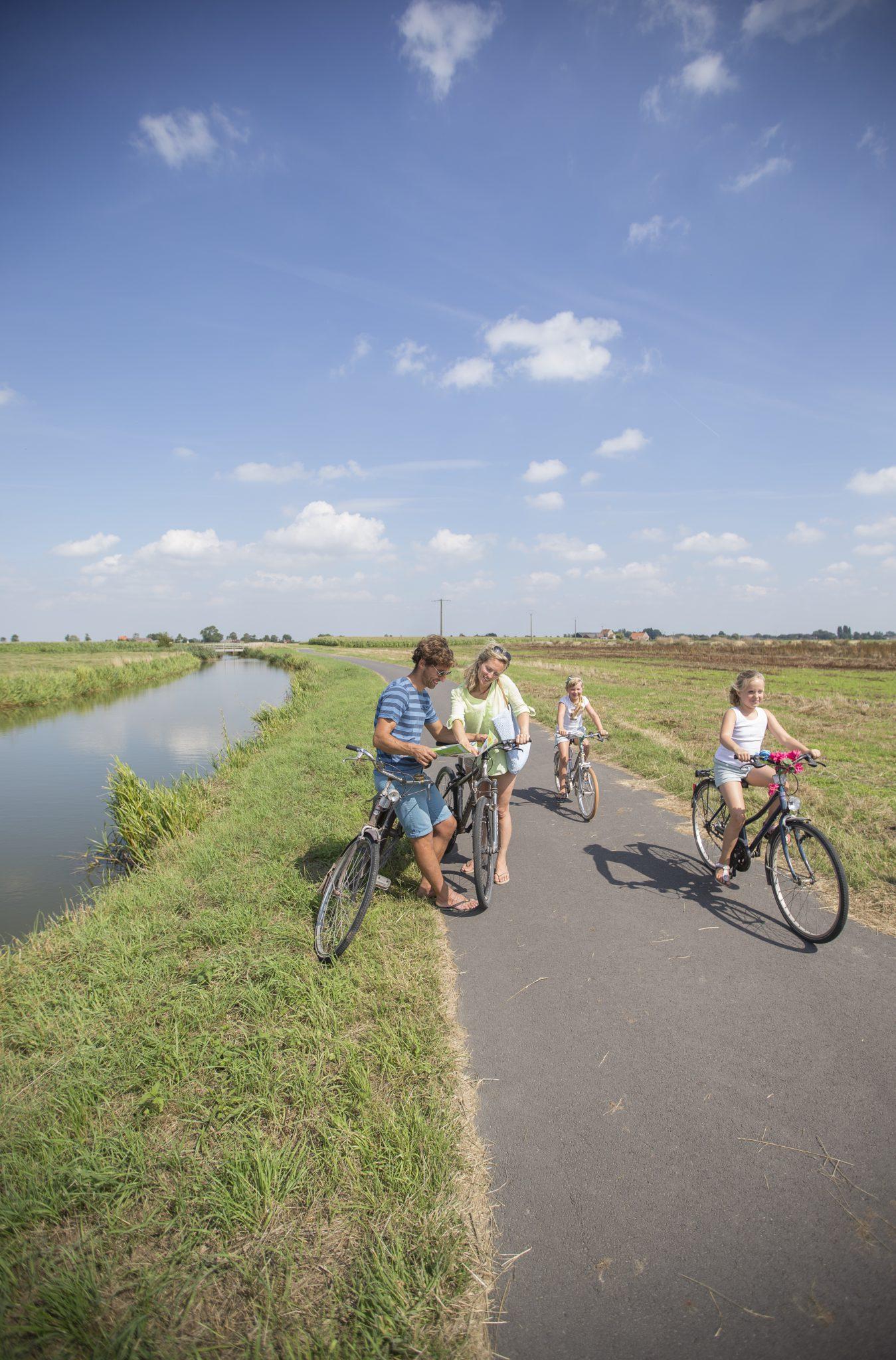 Op de fiets met Jaek en Nink.