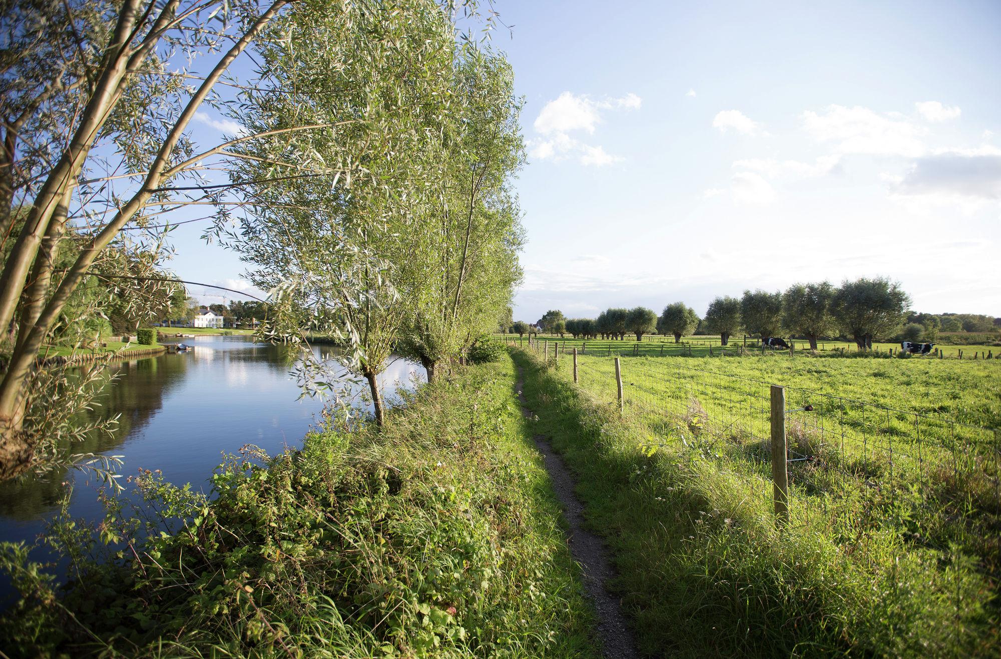 Fietstocht tussen de Leie en de Schelde via oude spoorwegen.