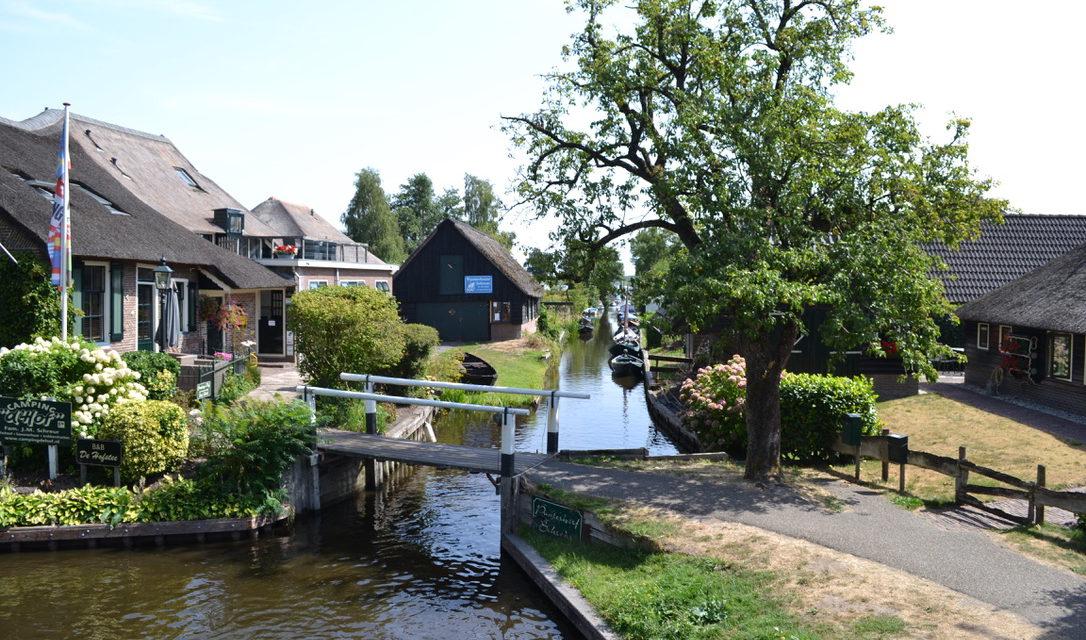 Fietsen doorheen Giethoorn en de waterdorpen.