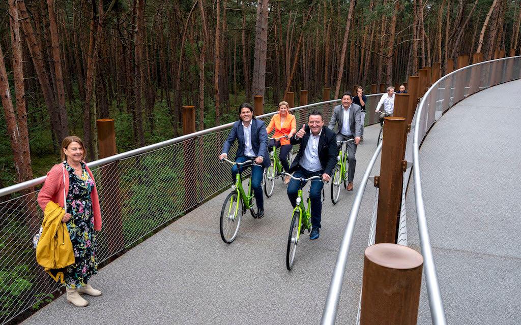 Toerisme Limburg opent 'Fietsen door de bomen'.