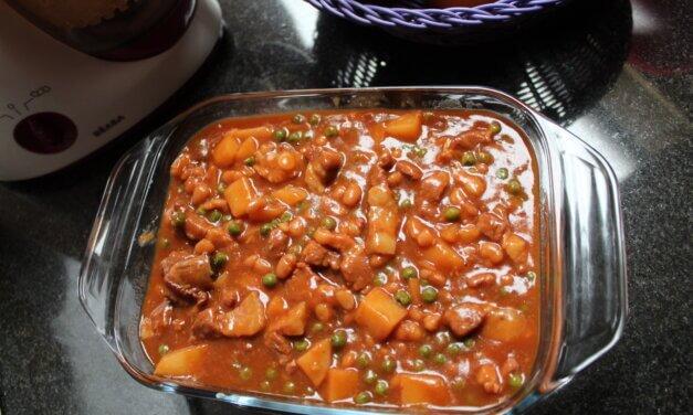 Pork of varkensvlees Afritada: een lekker Filipijns stoofpotje, klaargemaakt door Faye Maegerman.