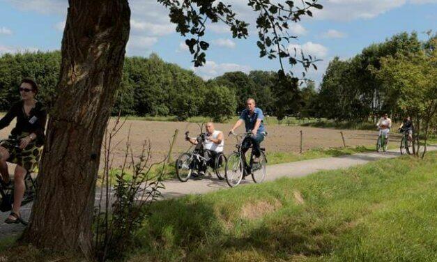 Vrijwilligers testen toegankelijkheid fietsnetwerk.