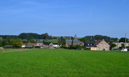 Wandelen over de Getuigenheuvels in de Vlaamse Ardennen.